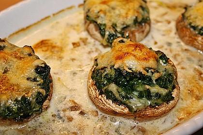Gefüllte Champignonköpfe mit Spinat und Gorgonzolasoße