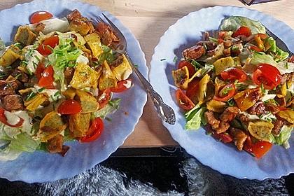 Maultaschenpfanne auf Salatbett 1