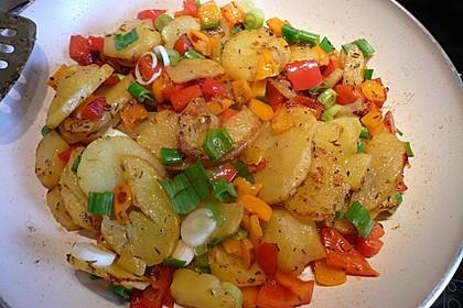 Gemüse-Kartoffel-Pfanne mit Ei 1