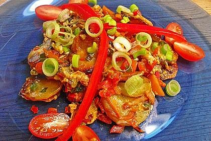 Gemüse-Kartoffel-Pfanne mit Ei