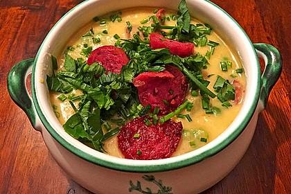 Kartoffelsuppe mit Erbsen und Mettwürstchen 4
