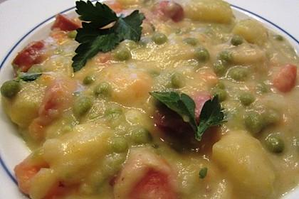 Kartoffelsuppe mit Erbsen und Mettwürstchen 26
