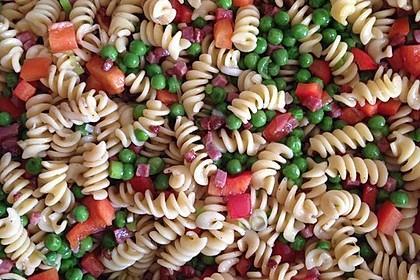 Bunter Nudelsalat (Bild)