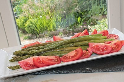 Grüner Spargel mit Tomate 2