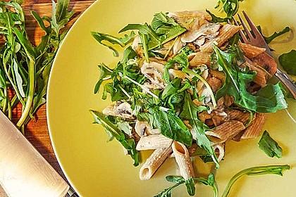 Pasta in falscher Champignon-Sahnesoße mit Rucola