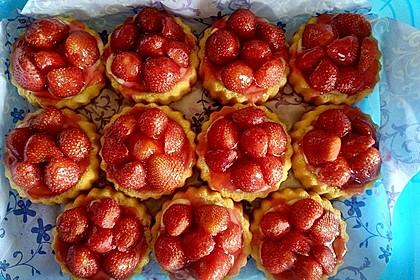 Erdbeertorteletts mit Sahne-Amaretto-Cremefüllung 1