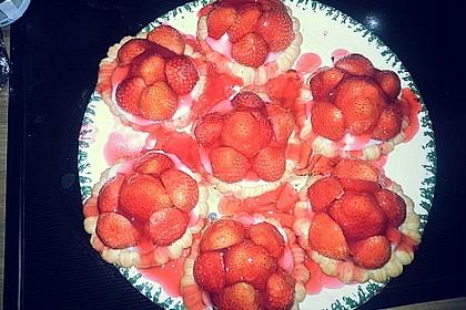 Erdbeertorteletts mit Sahne-Amaretto-Cremefüllung