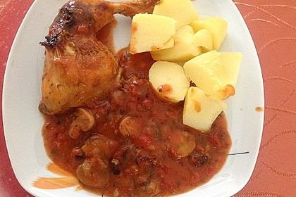 Geschmorte Hähnchenschenkel mit Champignons und Tomaten