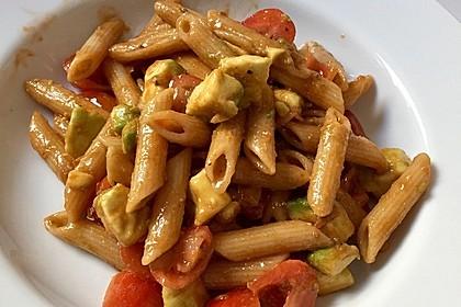 Spaghettisalat mit Tomate und Avocado 2