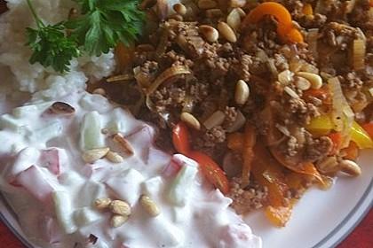 Orientalische Hackfleischpfanne mit Joghurtdip 25