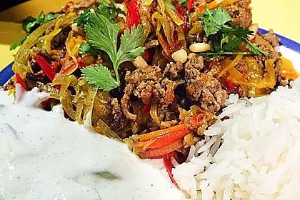 Orientalische Hackfleischpfanne mit Joghurtdip 13