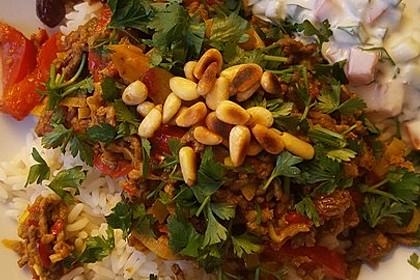 Orientalische Hackfleischpfanne mit Joghurtdip 38