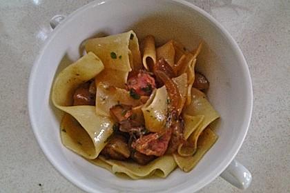 Pappardelle mit Salsiccia und Steinpilzen (Bild)
