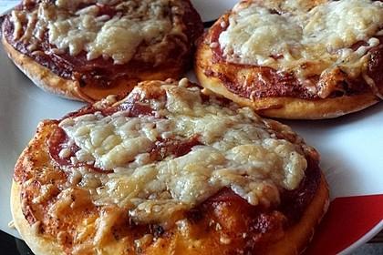 Mini-Salami-Pizzen