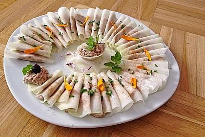 Rohkost Kohlrabi-Tortellini mit Haselnuss-Dattel-Füllung