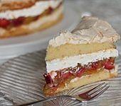 Rhabarber-Erdbeer-Torte mit Baiser (Bild)