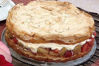Rhabarber-Erdbeer-Torte mit Baiser 2