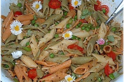 Nudelsalat mit Tomaten und Erbsen 2