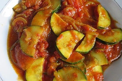 Curry-Zucchini in Tomatensauce