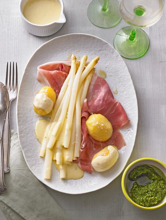 Spargel Mit Sauce Hollandaise Schinken Und Kartoffeln Von Mcmoe