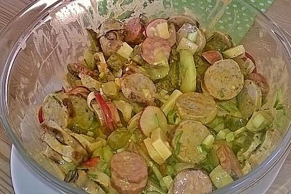 Bratwurstsalat mit Paprika, Radieschen und Zwiebeln 2
