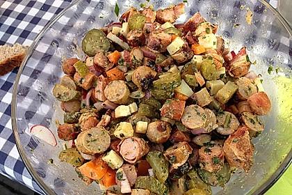 Bratwurstsalat mit Paprika, Radieschen und Zwiebeln 3