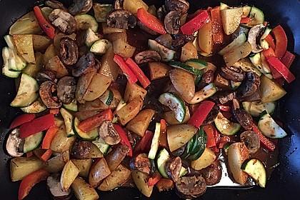 Mediterrane Kartoffel-Gemüsepfanne 10