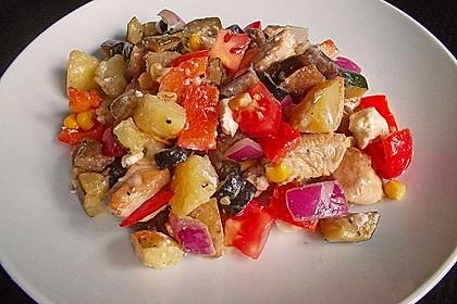 Bunter Kartoffelsalat mit Hähnchenbrust