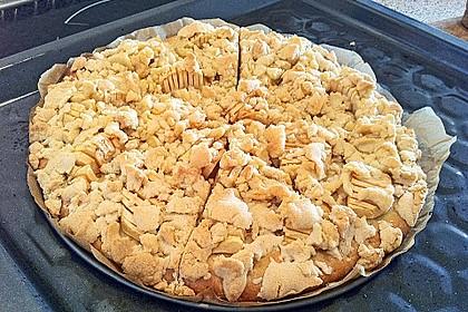 Streuselkuchen mit Birnen-Marzipan-Frischkäse-Füllung und frischem Obst 4