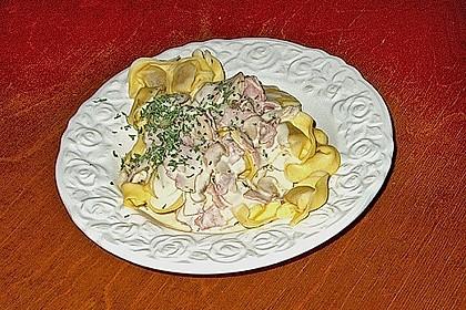 Tortelloni in Schinken - Käse - Sahnesauce mit Champignons