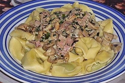 Tortelloni in Schinken - Käse - Sahnesauce mit Champignons 1
