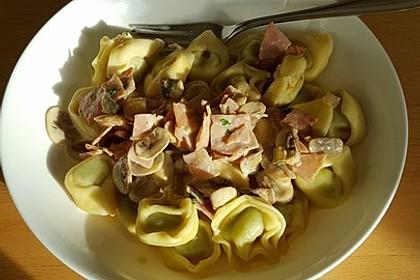 Tortelloni in Schinken - Käse - Sahnesauce mit Champignons 2