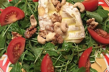 Gebackener Camembert an Honig-Senf-Sauce mit Rucola-Tomaten-Salat 11