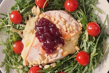 Gebackener Camembert an Honig-Senf-Sauce mit Rucola-Tomaten-Salat 3