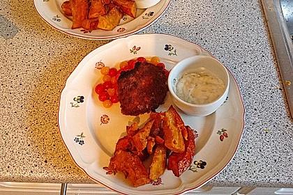 Hack-Cordon bleu auf geschmolzenen Tomaten mit Kürbis-Fritten und Kräuterquark