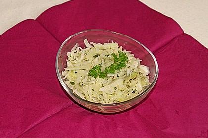 Weißkohlsalat ohne Speck und Zwiebeln