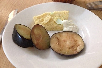 Eierauflauf mit Quark, Schnittlauch und Dill-Petersiliensauce à la Gabi