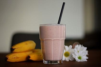 Erdbeer-Bananen-Smoothie mit Haferflocken und Joghurt 10