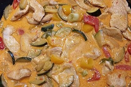 Hähnchengeschnetzeltes mit Paprika und Zucchini in Ajvar-Crème fraîche-Sauce 4
