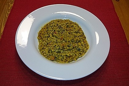 Indisches Dal mit Spinat und Kirschtomaten