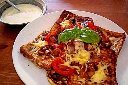 Herzhafter French Toast mit Pilzen und Tomaten