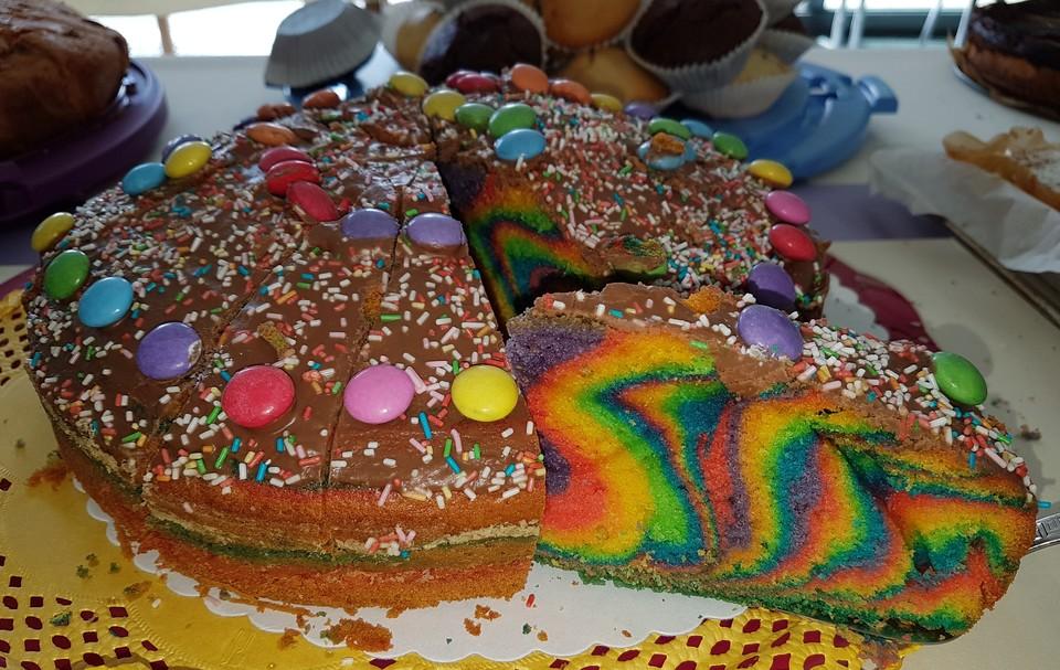 Regenbogenkuchen Mit Zitronenlimonade Von Backerteenie Chefkoch De