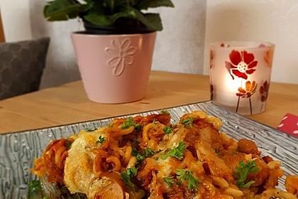 Spirelli-Sauerkraut-Gratin mit Wiener Würstchen (Bild)