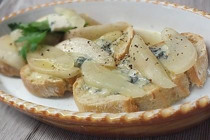 Crostini mit Gorgonzola, Birne und Honig