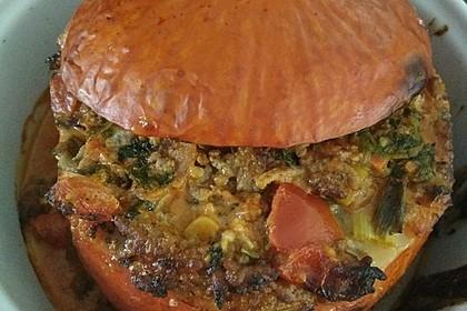 Kleiner gebackener Kürbis gefüllt mit Hackfleisch-Schafskäse-Mischung 11