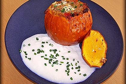 Kleiner gebackener Kürbis gefüllt mit Hackfleisch-Schafskäse-Mischung 7