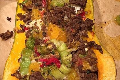 Kleiner gebackener Kürbis gefüllt mit Hackfleisch-Schafskäse-Mischung 8