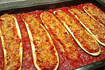Zucchini mit Reisfüllung