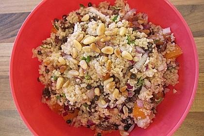 Couscous-Salat mit Aprikosen und Pistazien