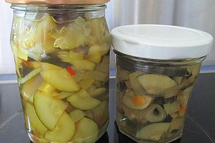 Süß-saure Zucchini im Honigsud